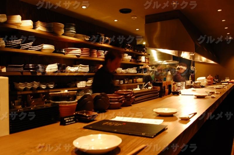 料理人の華麗な手さばきを眺めながら。
