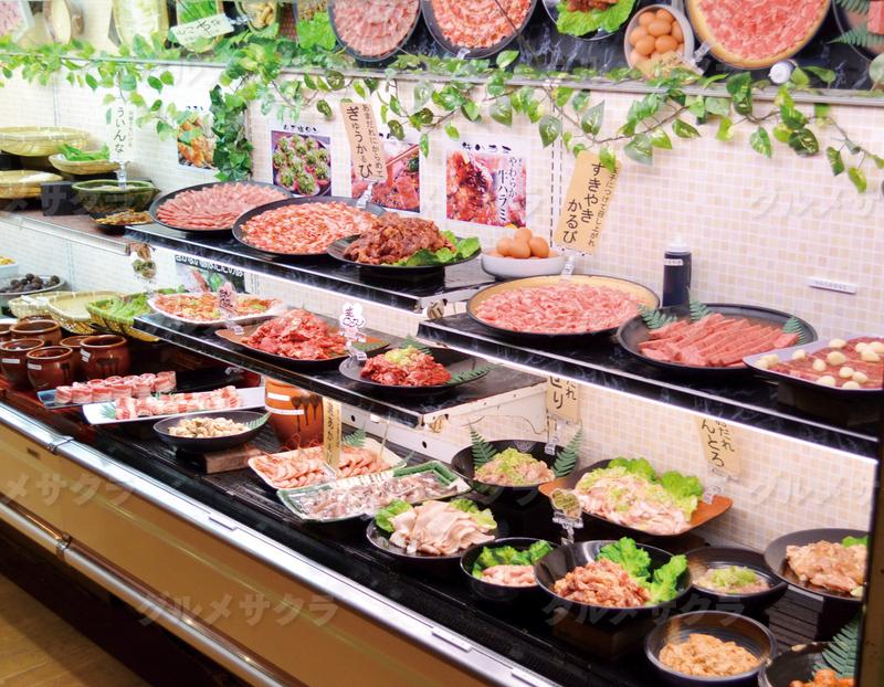お肉の種類豊富。カルビ・鶏・タン・ホルモン等々食べ比べ