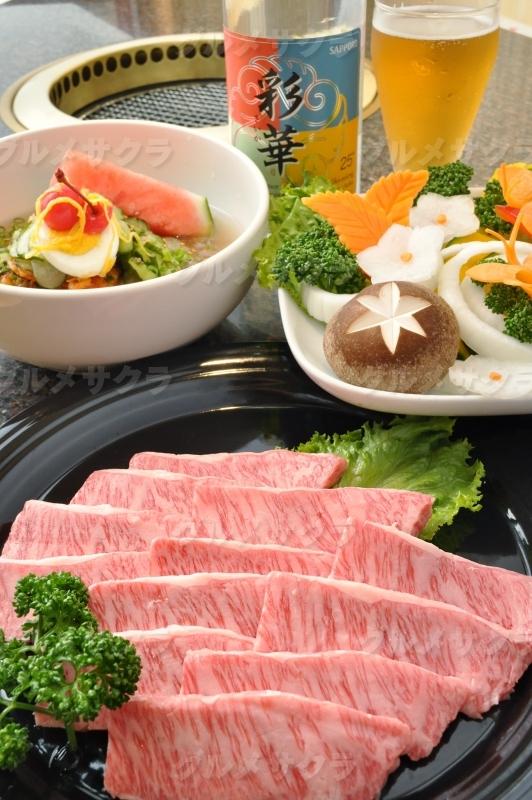 上質な肉はもちろんこだわりの逸品を堪能。