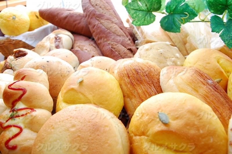 朝焼き上がり自家製パン