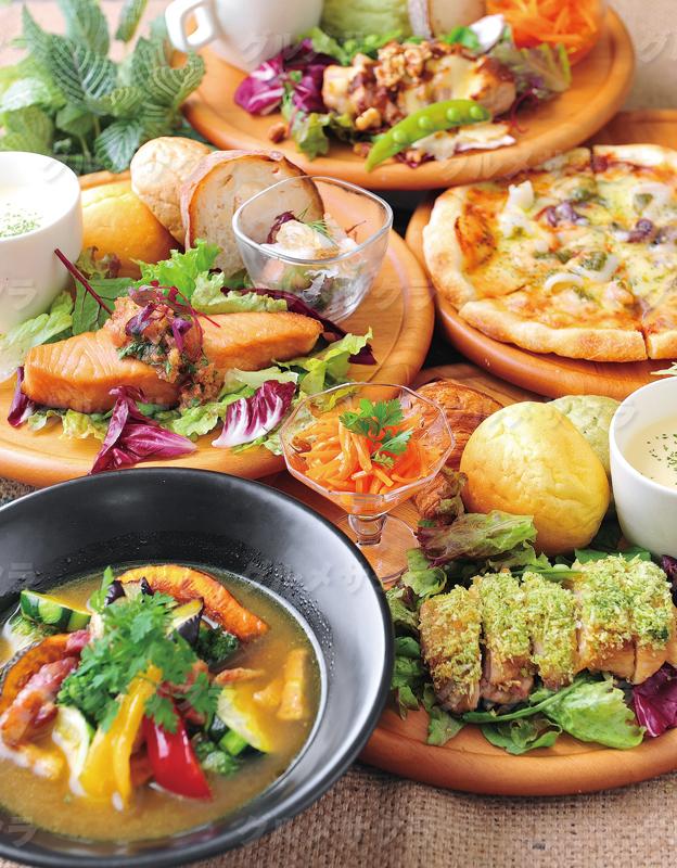 プレートランチは野菜やスープも付いて大満足♪