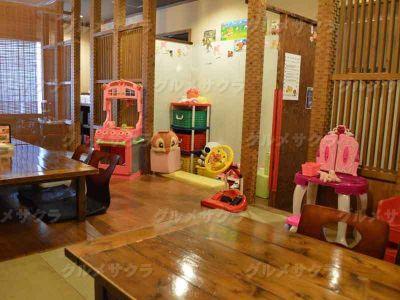 絵本やおもちゃを完備!ファミリールーム♪最大30名様までOK! 他にも掘ごたつ席、個室席、カップル席あり。