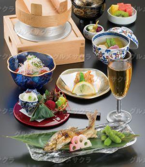 地産の魅力を凝縮した四季彩豊かな料理が味わえる。