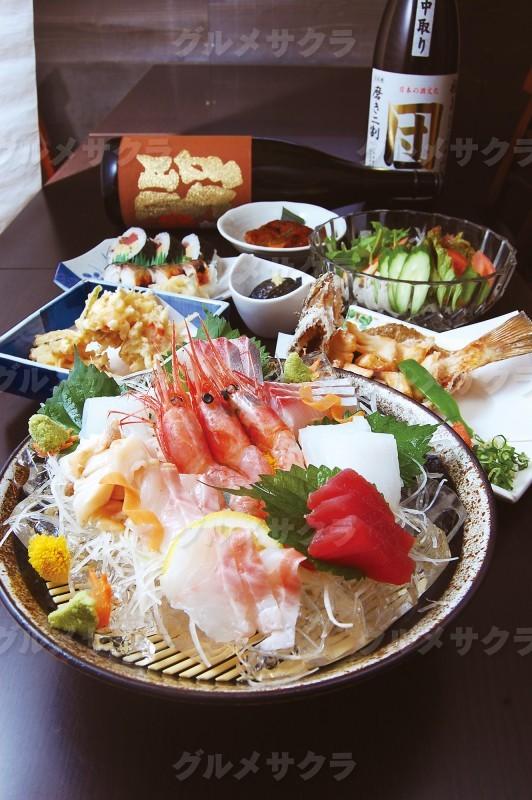 旬の鮮魚とうまい酒を囲んで宴を