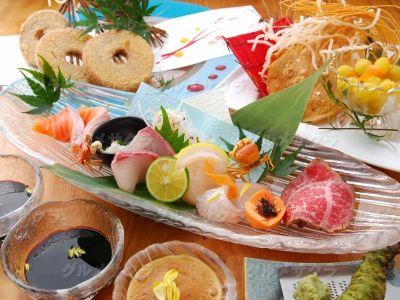秋の味覚の秋刀魚、松茸、秋鮭、栗…入荷中